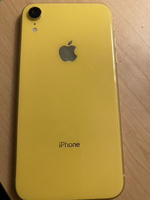 iPhone XR yellow unlocked for Sale in Los Angeles, CA