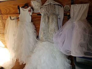 Beautiful Corset style wedding dress,veil, under dress petticoat, flower girl dress size 14 with veil, headbands David's bridal. Make offer for Sale in Wellford, SC