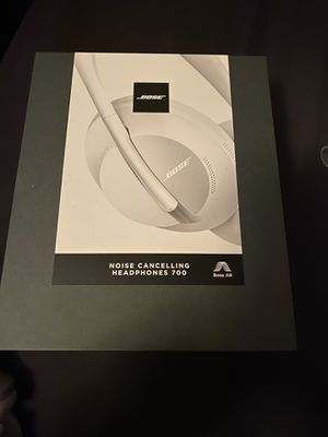 Bose 700 noise canceling headphones for Sale in Vancouver, WA