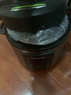 Crockpot cooker unused with cover for Sale in Philadelphia,  PA