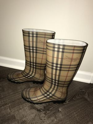 Burberry rain boots for Sale in Commerce Charter Township, MI