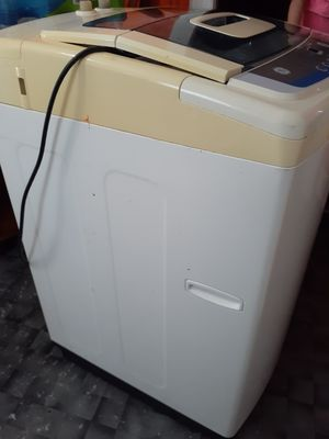Washer in good condition for Sale in Charlottesville, VA