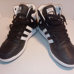 Adidas 6.5y 40$ for Sale in Fresno, CA