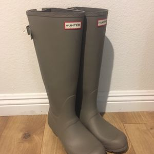 Brand new Hunter rain boots sz 8 for Sale in Las Vegas, NV