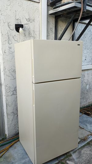 Hotpoint 16 cubic refrigerator for Sale in Hudson, FL