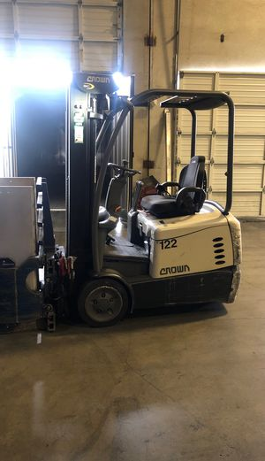Crown electric forklift for Sale in Sumner, WA