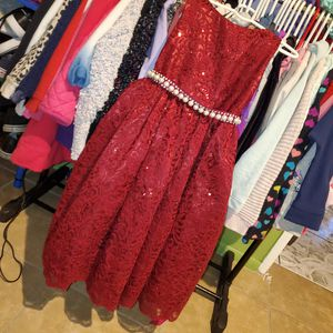 Burgundy size 4t dress for Sale in Los Angeles, CA