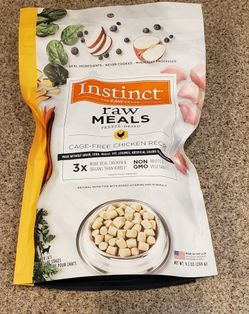 9.5oz Instinct Freeze Dried Raw Chicken Cat Food for Sale in Sloan,  NV