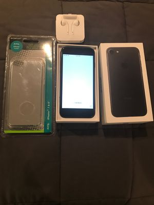 Apple iPhone 7 (32GB) color black. Free case and earphones....... for Sale in Woodbridge, VA