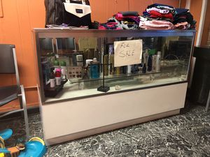Vitrina para negocio 5+34+in 22 good condition for Sale in Sanger, CA