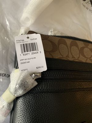 Coach Vale Crossbody Messenger bag for Sale in Schaumburg, IL