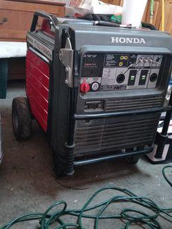 Honda Fi Eu 7000is Generator for Sale in Madera,  CA