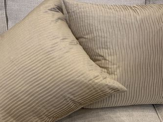 """18""""x18"""" Ribbed Throw Pillows With Down Stuffing Smoke Free/pet Free Home for Sale in Gallatin,  TN"""