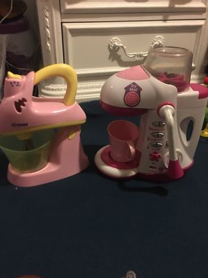 Toy coffee maker and mixer just need batteries for Sale in Alexandria, VA