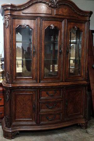 BEAUTIFUL CHINA CABINET WITH LIGHT for Sale in Montgomery Village, MD