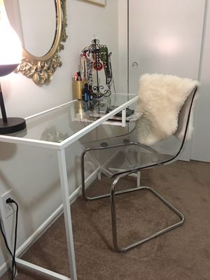 Desk & Desk Chair for Sale in Murray, KY