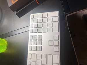 Apple keyboard for Sale in Clermont, FL