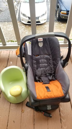 Car seat and infant seat for Sale in Germantown, MD