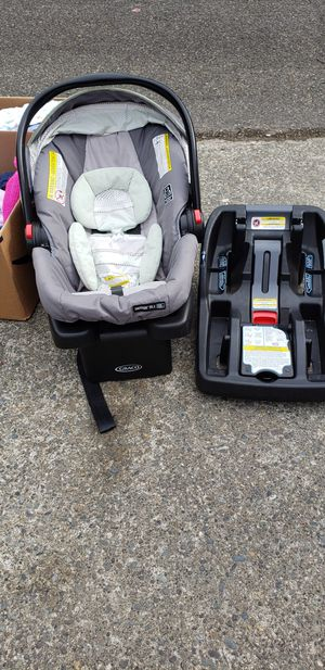 infant car seat with extra base for Sale in Lacey, WA