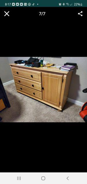 Wood Dresser for Sale in Pembroke Pines, FL