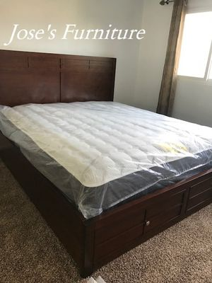 California King Bed (Mattress Included) for Sale in Lynwood, CA