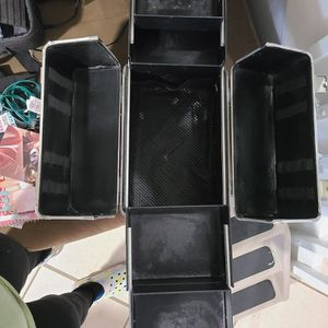 makeup or nail suitcase for Sale in West Palm Beach, FL