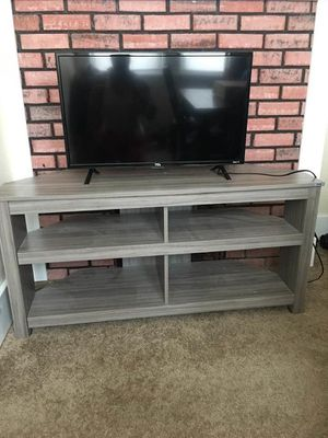 """30"""" roku 1080 hd tv with remote great condition and 58"""" flat screen tv stand for sale for Sale in Pittsburgh, PA"""