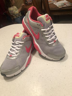 Nike size 7.5 de mujer for Sale in Fort Worth, TX