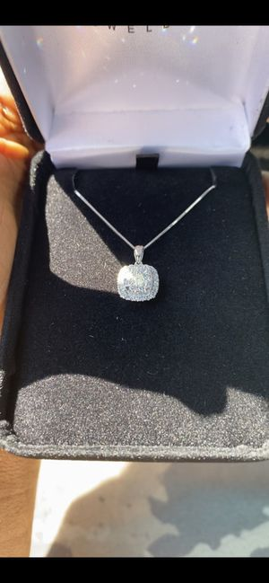Diamond pendant with 10k gold chain at affordable price for Sale in Newark, NJ