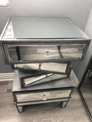Mirror Dresser for Sale in Sun Valley, CA