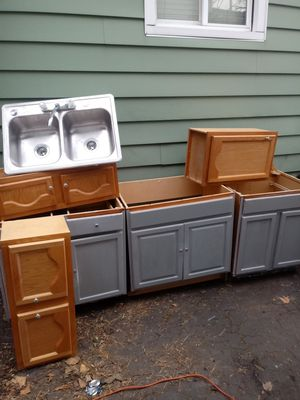 Kitchen set with cabinets and sink for Sale in Cleveland, OH