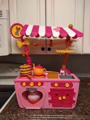 Lalaloopsy 2in 1 magic kitchen. for Sale in Plant City, FL
