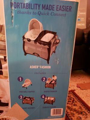Graco pack and play quick connect portable napper playyard with bassinet darcie for Sale in Miami, FL