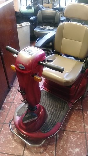 Electric scooter by MERITS for Sale in Los Angeles, CA