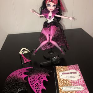 Monster High Ghouls Rule Draculaura Doll With Accessories for Sale in Gresham, OR