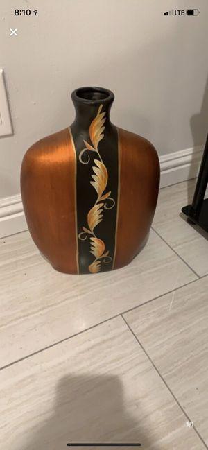 Antique vase for Sale in Beverly Hills, CA
