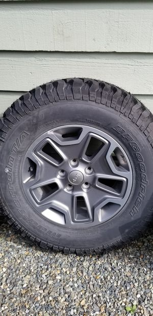 (5) jeep wrangler wheels and tires for Sale in Enumclaw, WA