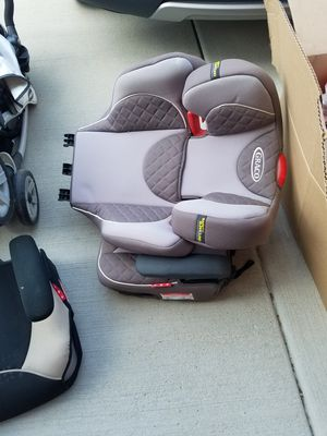 Chicco 2 in 1 booster seat for Sale in Orland Hills, IL
