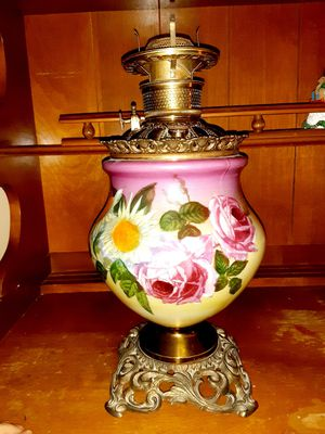 Beautiful Vintage Floral Oil Lamp for Sale in Buffalo, NY