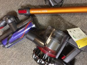 Vacuum Dyson V8 Absolute for Sale in Minneapolis, MN