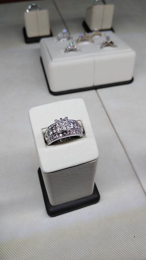 STUNNING WEDDING 😍 RING. 14K WITH DIAMONDS for Sale in Fort Myers, FL