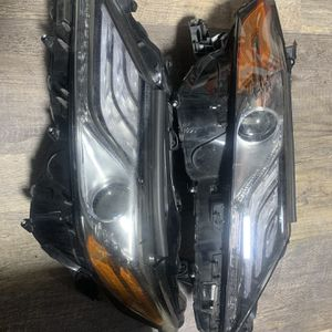 2018 - 2020 Toyota Camry Parts XSE Headlights OEM Serious Inquires Only Please $800 For The Pair for Sale in Miami, FL