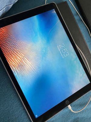 iPad Pro 12.9 (1st gen) 128gb WiFi/Verizon for Sale in Rialto, CA