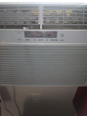 Frigidaire 10,000 btu air conditioner for Sale in Brentwood, PA