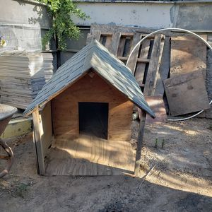 Dog house for Sale in Reedley, CA