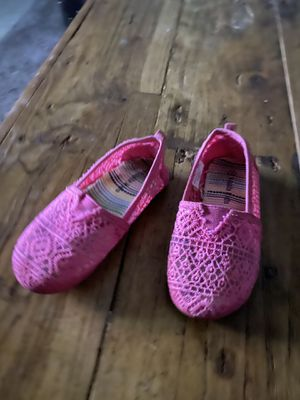 Hot pink size 7 lace slip ons for Sale in Goodyear, AZ