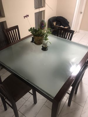 Glass and wood table kitchen and chairs for Sale in Las Vegas, NV