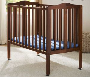 Brown baby crib for Sale in Las Vegas, NV