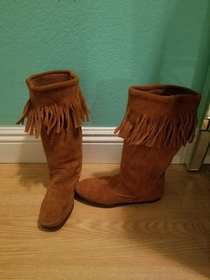 Minnetonka Brown Sueade Boots..Size 5 womens..really cute with Fringe..Like new! for Sale in Modesto, CA