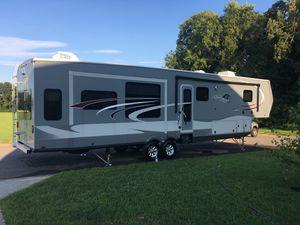 2017 Open Range (Highland Ridge) Roamer 5th Wheel 42 Ft for Sale in Murray, KY